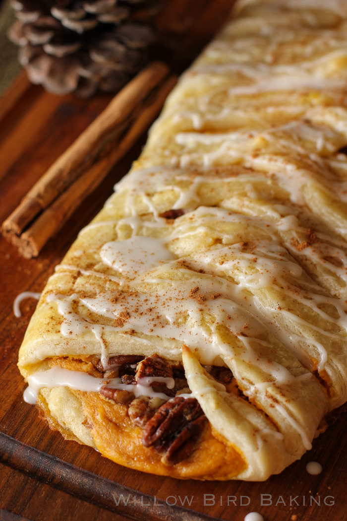 15 Thanksgiving Pumpkin Desserts: PUMPKIN AND PECAN PIE PASTRY BRAID