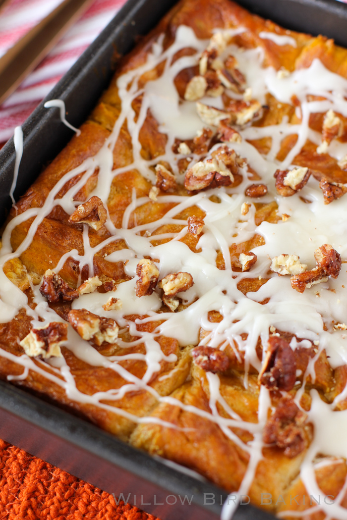 15 Thanksgiving Pumpkin Desserts: PUMPKIN CHEESECAKE CINNAMON ROLLS